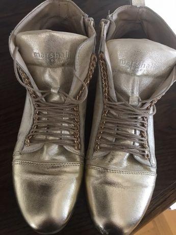 Złote buciki