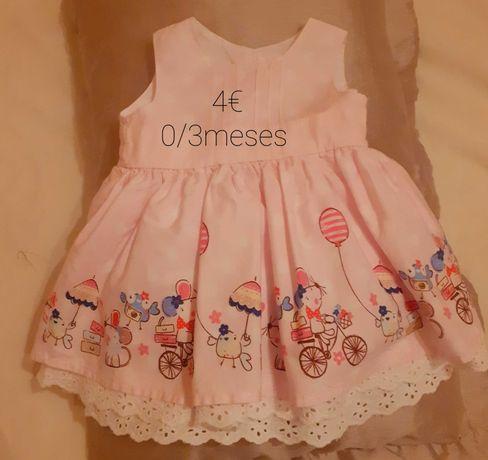 Vários vestidos para bebé