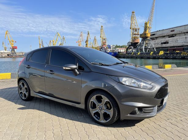 Ford Fiesta ST 2017год.