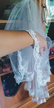Biały welon do ślubu