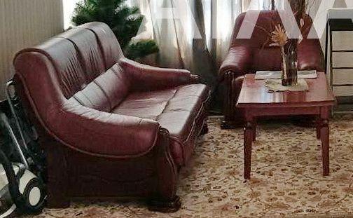 Кожаный диван и кресло в отличнм состоянии, б/у