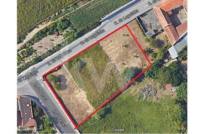 Terreno de 1360 m2 situado na Carvalheira, em Ílhavo, com 2 frentes
