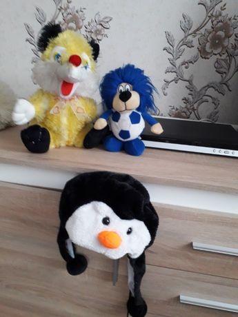 Подарок ребенку мягкая игрушка ( ежик, лисенок, шапочка пингвиненка).