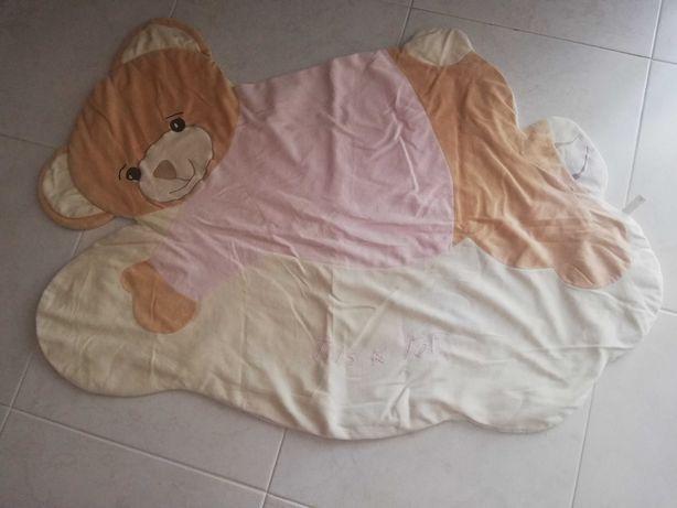 Tapete de bebé em forma de ursinho da marca tris & ton