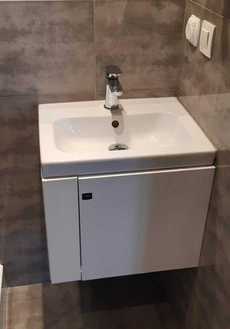 Szafka łazienkowa z umywalką Cersanit i baterią Deante