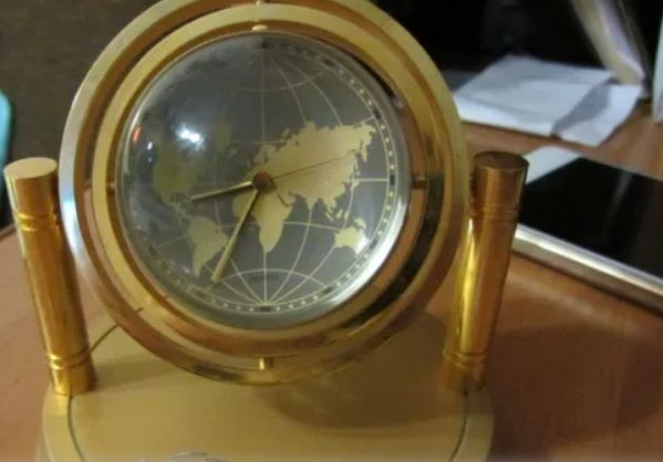 Настольные часы-глобус (Гонконг)