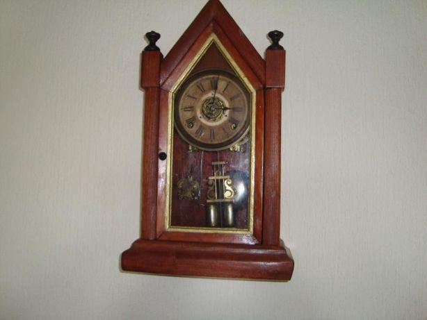 Relógio de mesa ou parede vintage em caixa de madeira