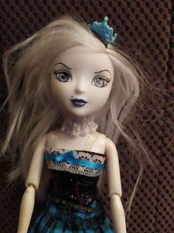 Lalka typu barbie, franky, upiorna lalka