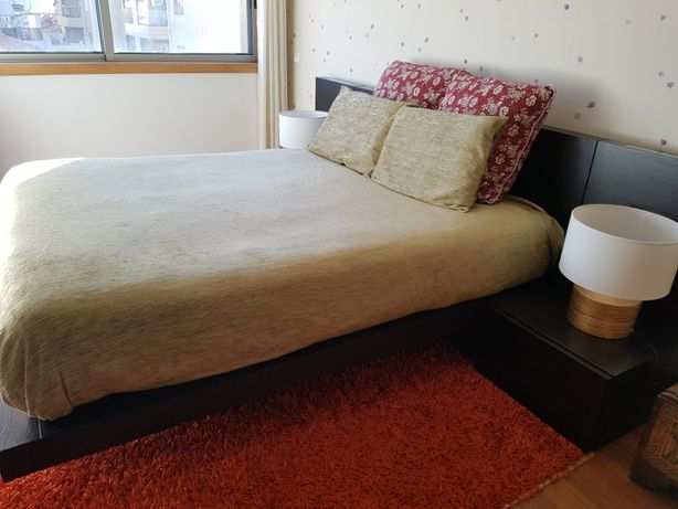 URGENTE - Cama com mesas de cabeceira
