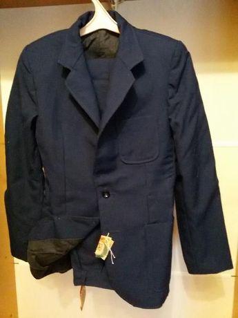 Школьный костюм новый, пиджак и брюки, галстук в подарок