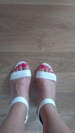 Sandały. białe. ślub i na codzień. rozmiar 38