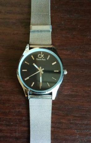 Продам женские часы б.у. в хорошем состоянии