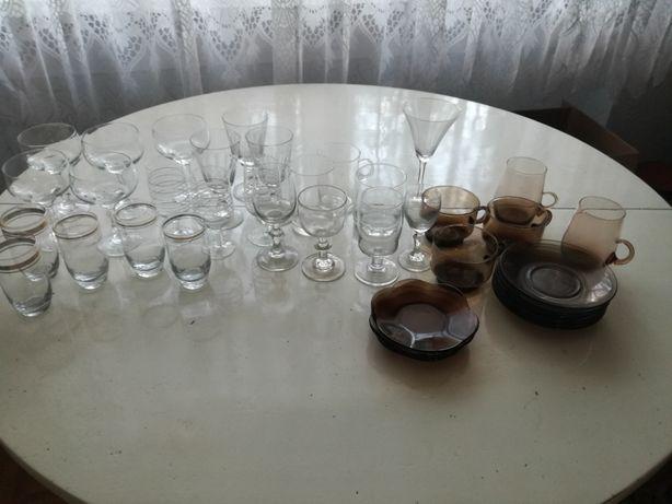 Szkło: kieliszki różnego rodzaju, literatki, szklanki z PRL-36 szt