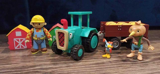 Bob budowniczy, strach na wróble, traktor z przyczepą, siano i ptak.