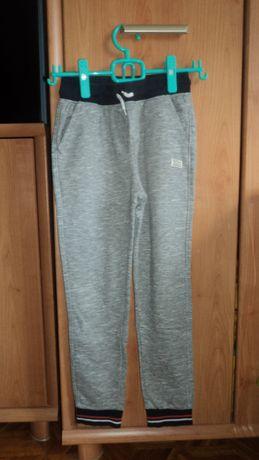 TAO dresy spodnie dresowe 152 cm