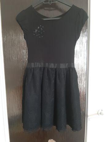 Sukienka czarna r 134