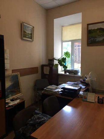 Сдам в аренду офис 30,5 кв м  метро П-л Конституции