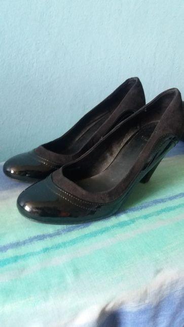 Buty zamienię za kwiatka.