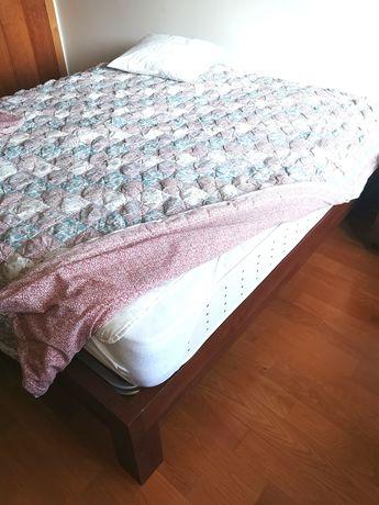 Cama de casal articulada, com 2 colchões