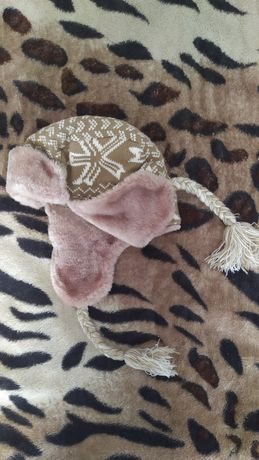 Очень тёплая зимняя шапка польской фирмы