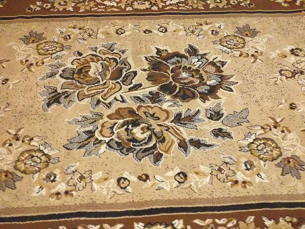 Продам б/в килими в гарному станв