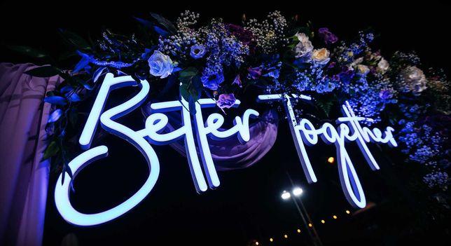 Napis Better Together led ledon neon - wynajem   Wybierz Słowo!
