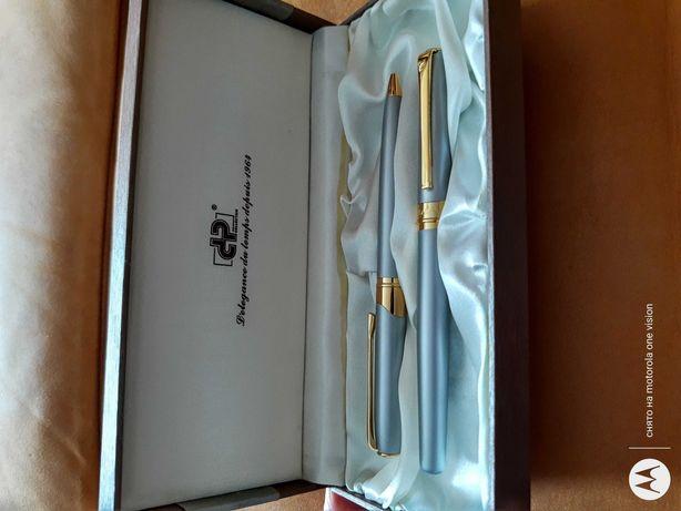 Продам шариковые ручки в оригинальной коробке.