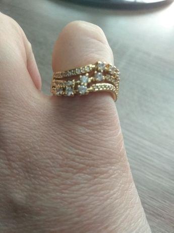 Женское кольцо .медицинское золото. размер 18