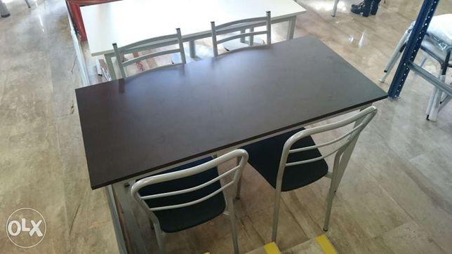 Mesa em wenguê com 4 cadeiras