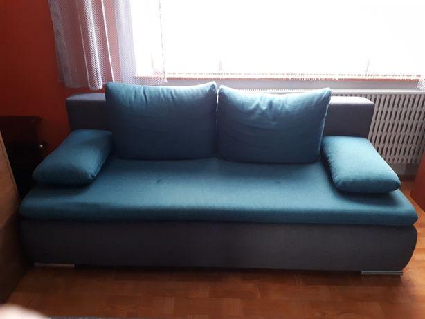 Kanapa rozkładana + 4 poduszki