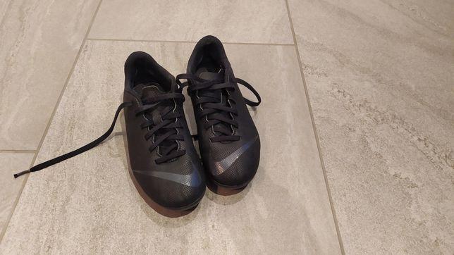 Buty do piłki nożnej Nike Merc Club korki