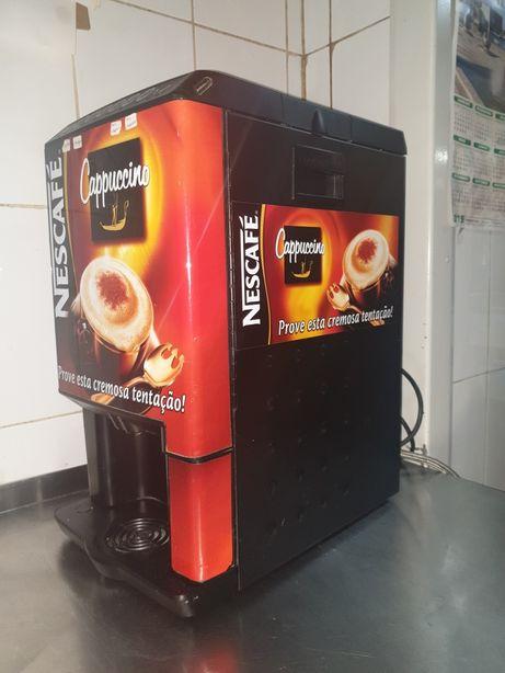 Máquina de cappuccino, chocolate quente, meias de leite