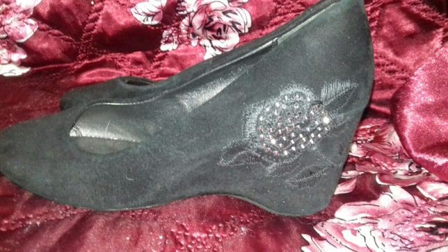 Продам обувь (туфли и босоножки)