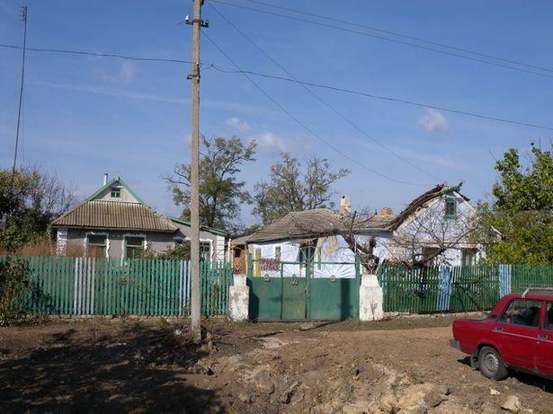 Продается участок 30 соток со строениями в с.Калиновка(Коминтерновский