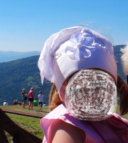 Śliczna biała czapka na lato z kwiatuszkiem + opaska na 2-4 latka
