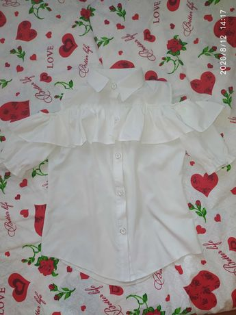 Продам блузку школьную