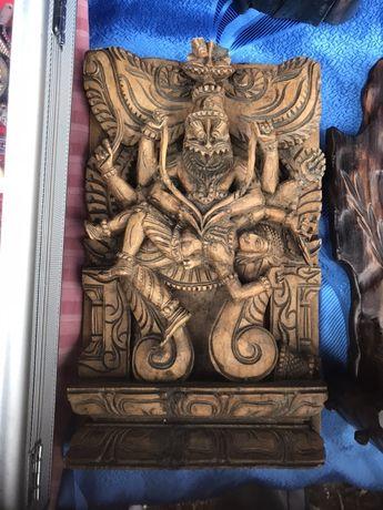Płasko rzeźba z drewna