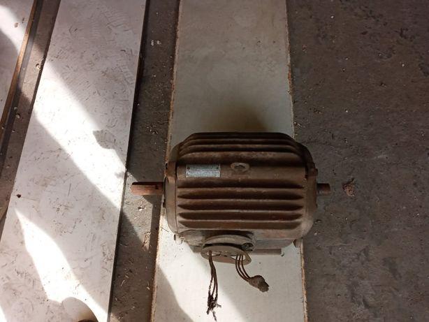 Продаётся двигатель электрический