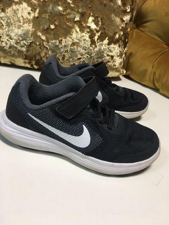 76. Oryginalne Nike revolution  dziecięce chłopięce buty adidasy 30