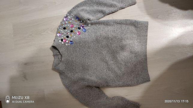 свитер нарядный с камушками