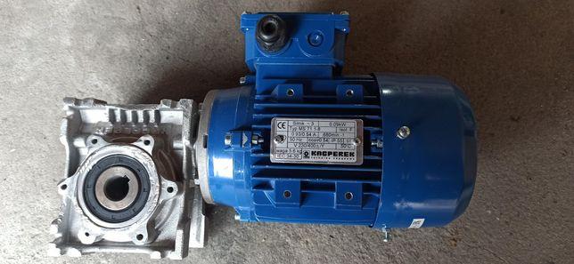 Motoreduktor 3 fazowy 0.09KW 680obr