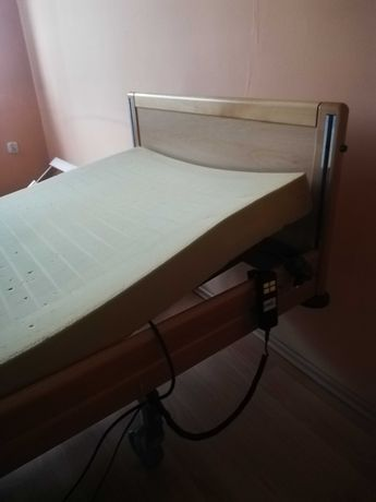 Łóżko z regulacją dla osoby niepelnosprawnej.