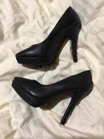 Стильные черные кожаные туфли лодочки на шпильке h&m