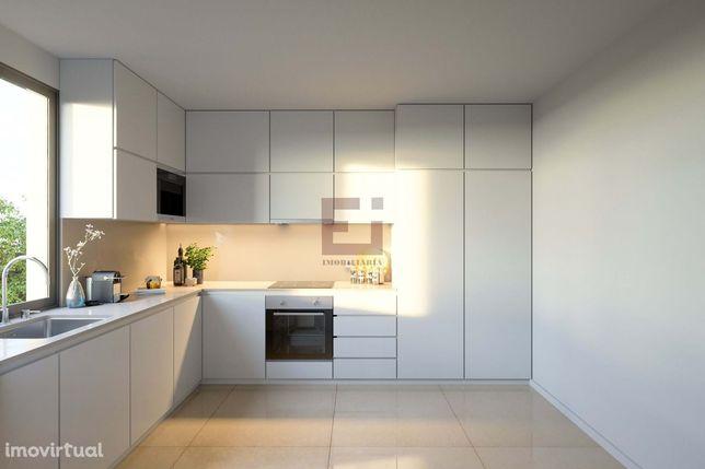 Apartamento T2 com suite, varanda e lugar de garagem, Praça das Flores