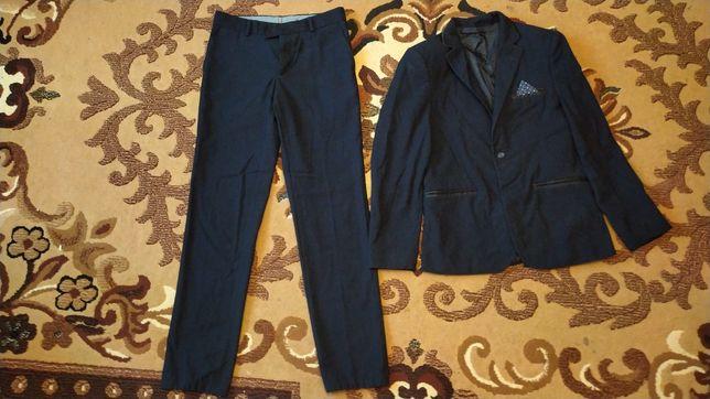 Отдам даром костюм школьный 44 размер на рост 170 тёмно-синего цвета