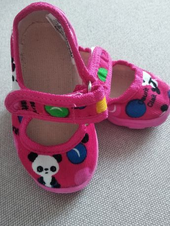 Тапочки для дівчинки.