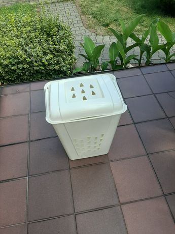 Biały kosz na pranie