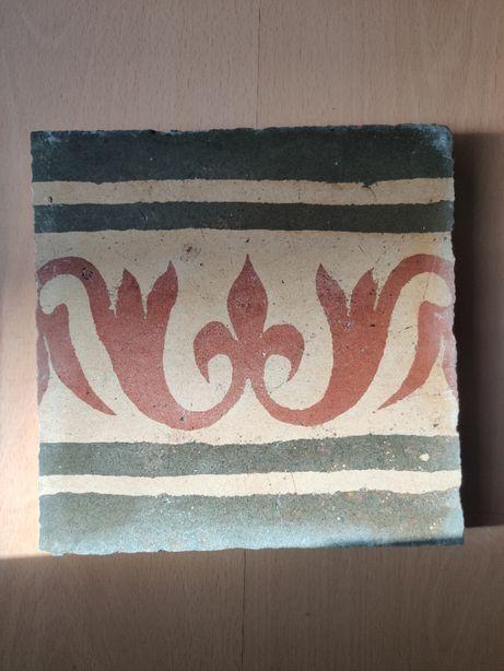 Mosaicos em cimento motivos vegetalistas e geométricos