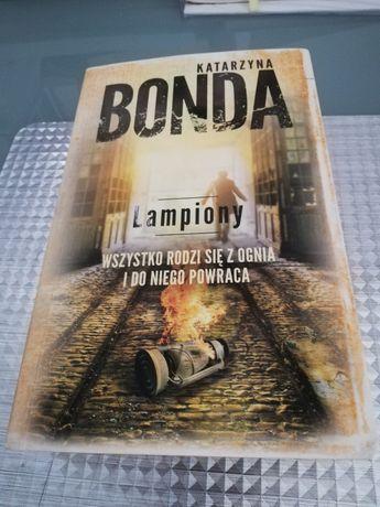 """Katarzyna Bonda """"Lampiony"""""""