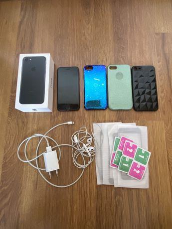Iphone 7 32GB + ładowarka + słuchawki + 3x case + 4x szkło hartowane
